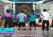 happy together:美女们现场光脚跳刀群舞!