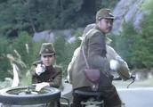 鬼子可军统特工骑着摩托对射了好几十枪,竟做到了无一人伤亡!