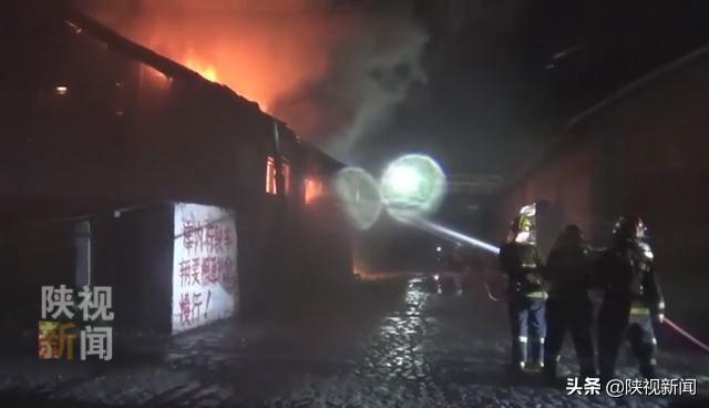 汉中:深夜库房起火