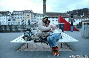陈奕迅瑞士街头获陌生人拥抱 网友调侃:娇羞的胖子